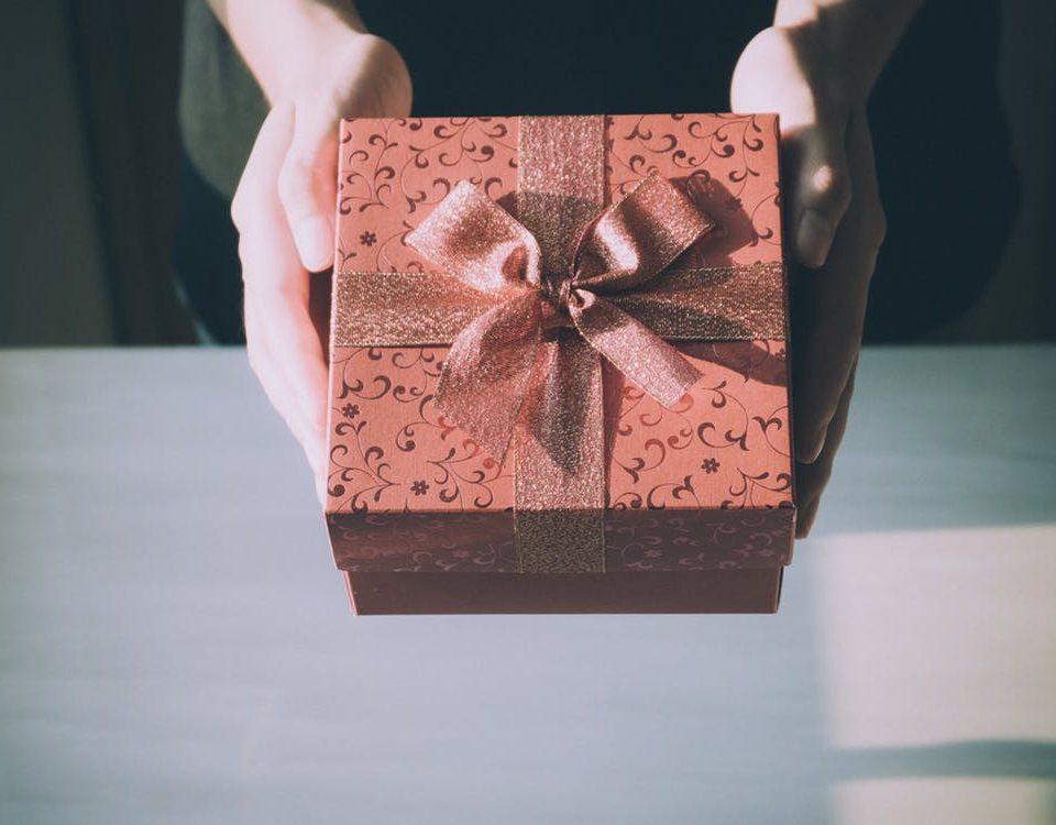 Cutii carton pentru cadouri