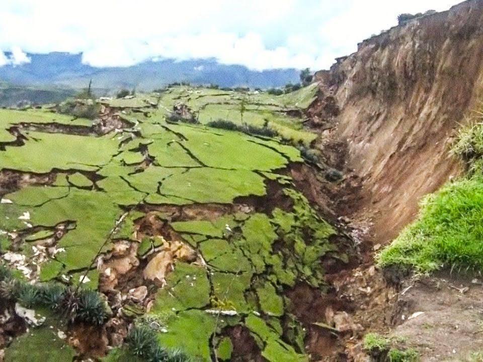 Cutremure puternice surprinse cu camera de filmat